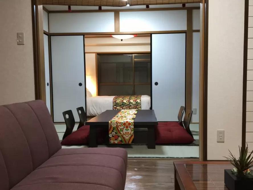 tatami-room-with-floor-chairs