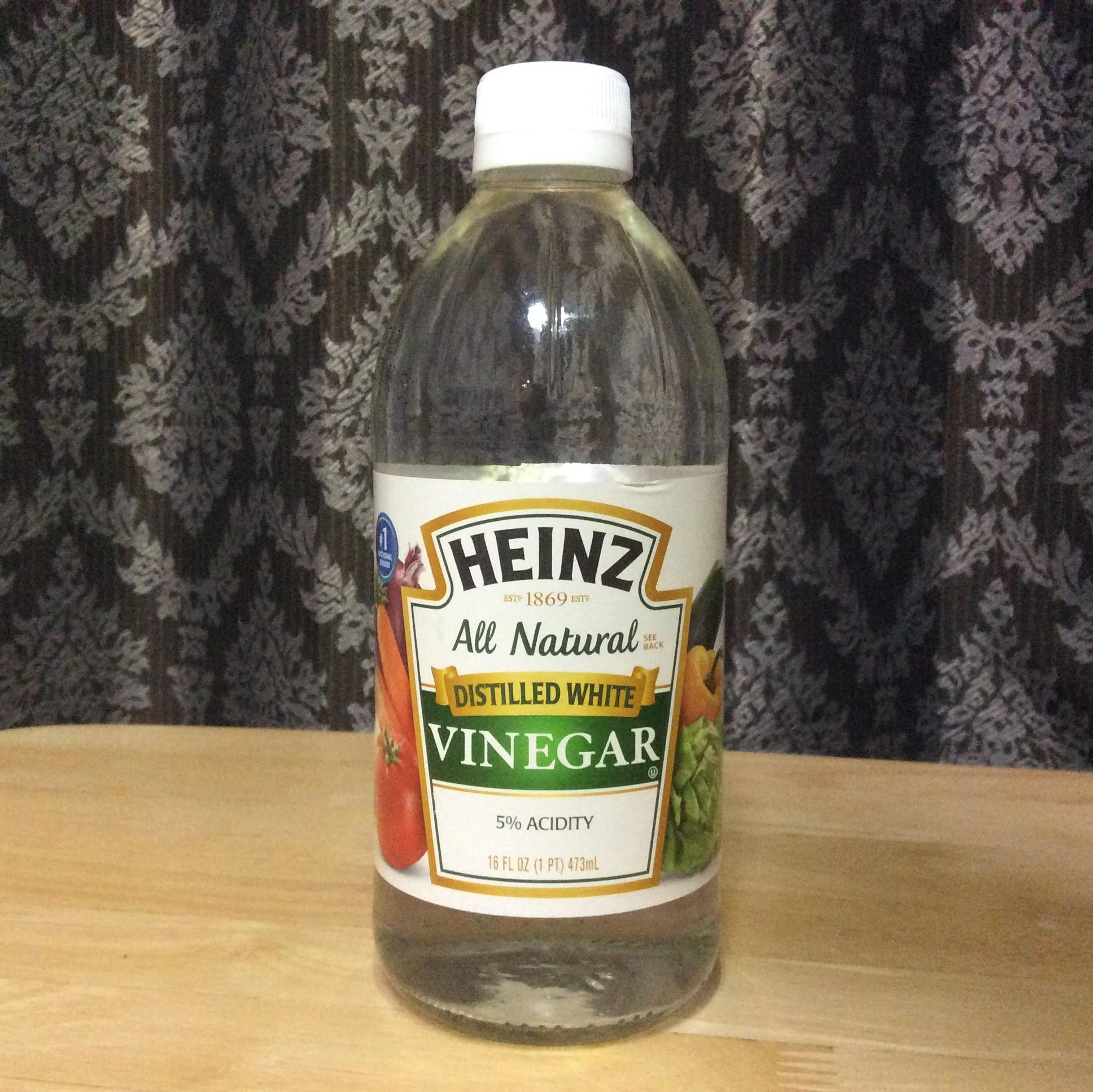 White Vinegar, a natural alternative for bleach
