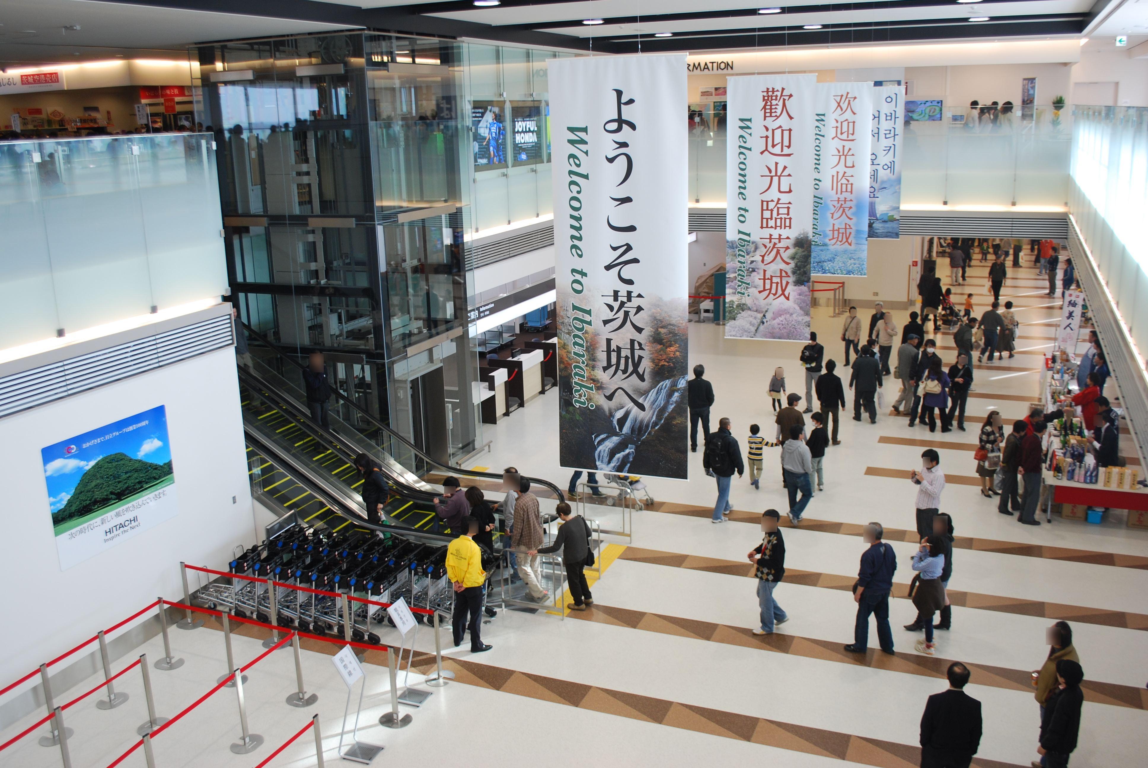 Sân bay Ibaraki với lượng khách đến đây rất ít nên việc xuất/nhập cảnh hết sức nhanh