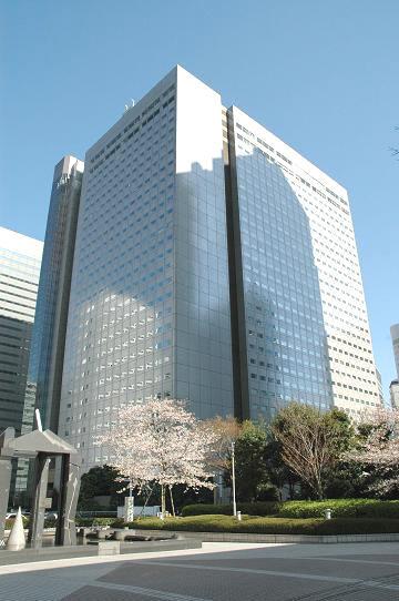 ShinjukuNS là một tổ hợp văn phòng kết hợp với các nhà hàng sang trọng